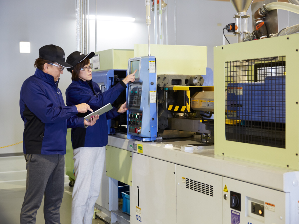 Learning manufacturing using the the equipment and facility